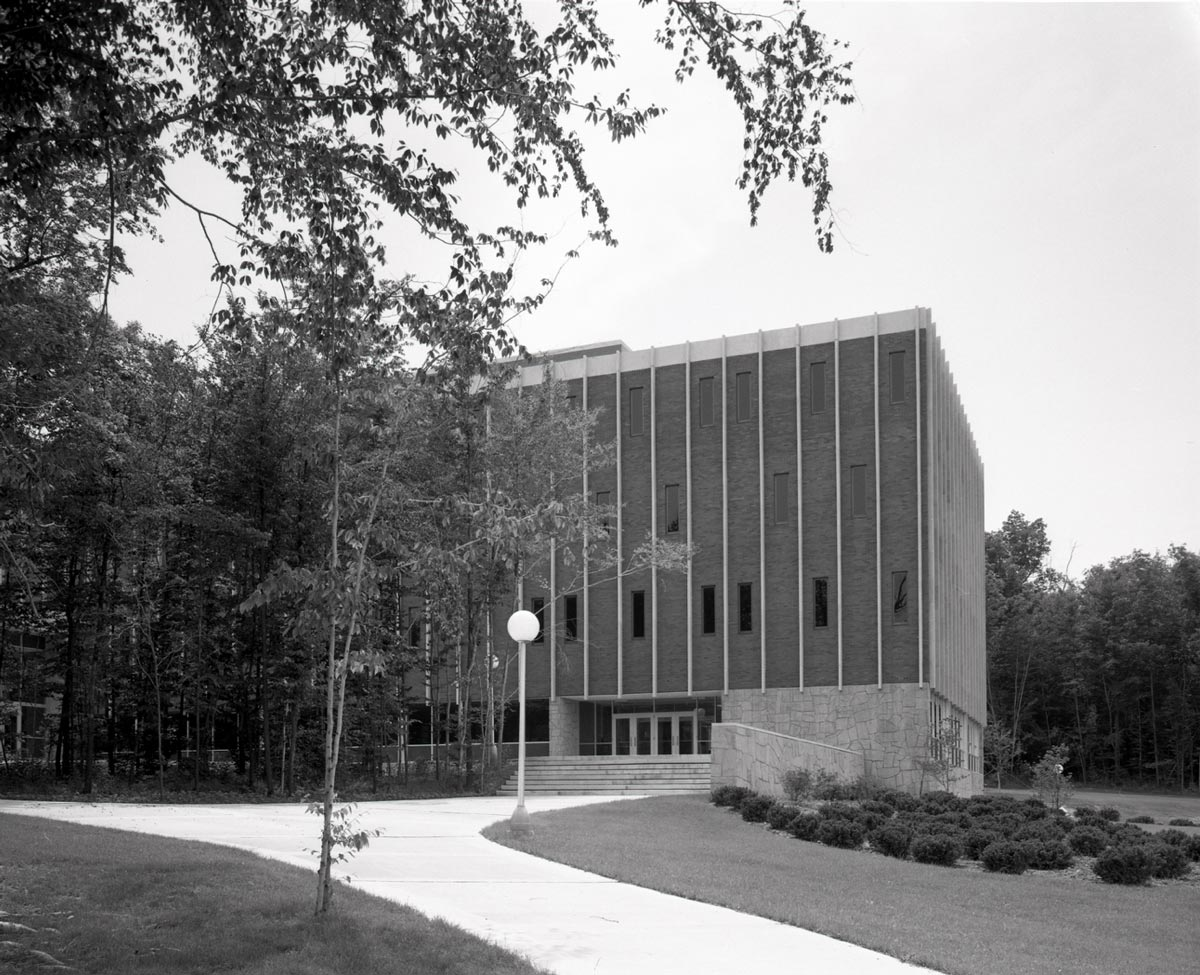 An exterior photo of a building on the Ohio State Mansfield campus.